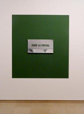 Antoni Muntadas, Cuide la Pintura, 2007, photo sur dibond sur peinture monochrome verte, photo 80 x 42 cm