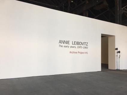 Entrée de l'exposition Annie Leibovitz, The early years, 1970-1983, Archive Project 1. Photo Luma Arles