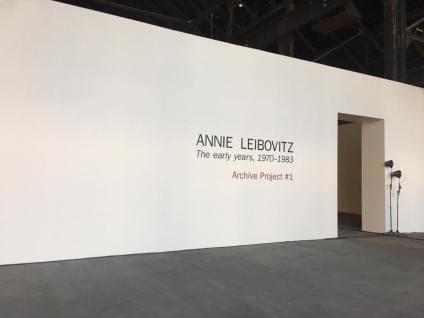 Entrée de l'exposition Annie Leibovitz, The early years, 1970-1983, Archive Project 1. Photo Luma Arles