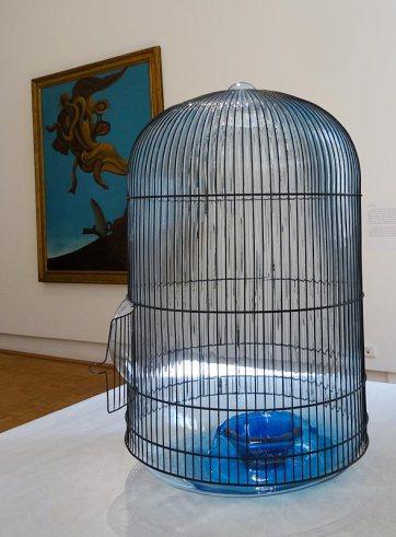 Jean-Luc Moulène, For birds, 2014 et Max Ernst, Monument aux oiseaux, 1927