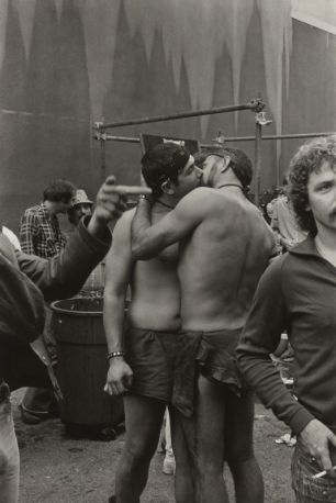 San Francisco, December 1975, gay rally, Photographie de William Gedney avec l'accord de la bibliothèque David M. Rubenstein Rare Book & Manuscript Library at Duke University