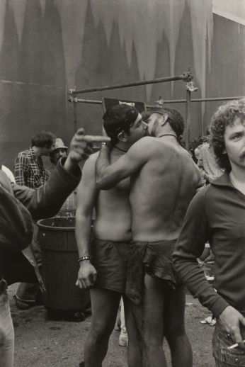 San Francisco, December 1975, gay rally, Photographie de William Gedney avec l'accord de la bibliothèque David M. Rubenstein Rare Book & Manuscript Library at Duke University