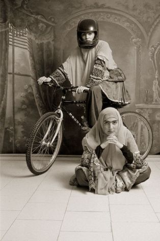 Shadi Ghadirian, Qajar #10, 1998. © Shadi Ghadirian