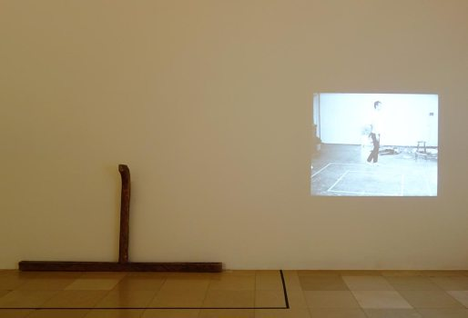 Bruce Nauman, Untitled, 1965 et Walking in an Exaggerated Manner around the Perimeter of a Square, 1967-1968 - A different way to move - Minimalismes