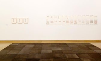 Carl Andre, 10 x 10 Altstadt Square, 1967 - 144 Times (Lament for the children), 1965 et Yucatan, 1972 - A different way to move - Minimalismes