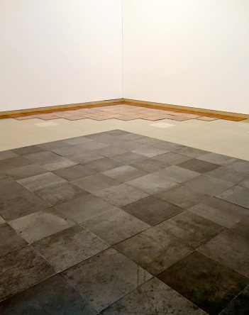 Carl Andre, 10 x 10 Altstadt Square, 1967 et Tenth Copper Corner, Bern, 1975 - A different way to move - Minimalismes