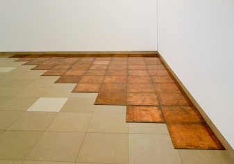 Carl Andre, Tenth Copper Corner, Bern, 1975 - A different way to move - Minimalismes