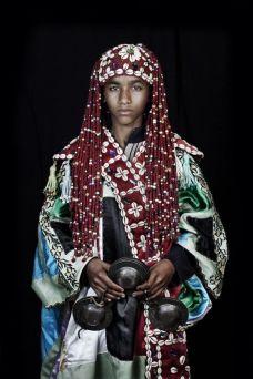 Leila Alaoui, Tamesloht (Les Marocains), 2011. Impression numérique sur papier peint, 320 x 213 cm © Fondation Leila Alaoui & GALLERIA CONTINUA, San Gimignano / Beijing / Les Moulins / Habana.