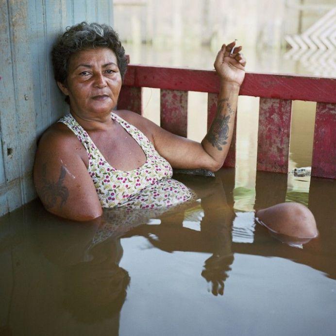 Gideon Mendel, Francisca Chagas dos Santos, District Taquari, Rio Branco, Brésil, mars 2015, série Portraits submergés