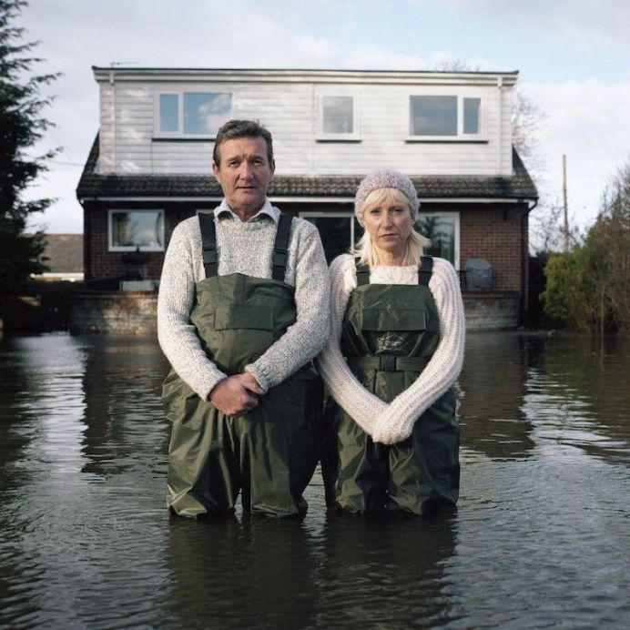 Gideon Mendel, Jeff et Tracey Waters, Staines-upon-Thames, Surrey, Royaume-Uni, février 2014, série Portraits submergés