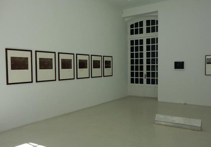 Lothar Baumgarten, serie de six feuillets, Vom aroma der namen, 1985. Héliogravure et sérigraphie