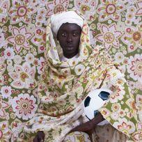 """Omar Victor Diop, serie Diaspora. Courtesy Galerie_MAGNIN-Paris - Exposition """"Nous sommes Foot"""" au Mucem - Marseille"""