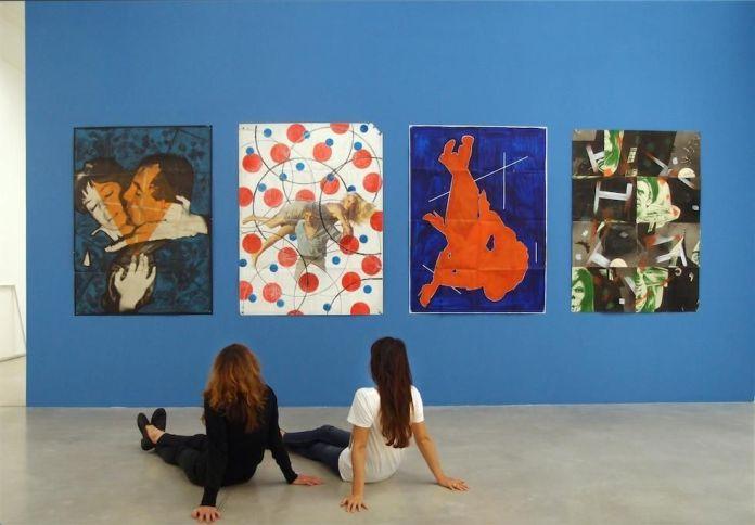 """Hippolyte Hentgen, Les pliées, 2017 - Drawing room 017 à La Panacée, Montpellier. Photo © Hippolyte Hentgen. Les Pliées 120x160 cm (2017) D'après les affiches """"Le rat d'Amérique"""" de Jean-Gabriel Albicocco (1966), """"Le Sauvage"""" de Jean-Paul Rappeneau (1975), """"La chanteuse et le milliardaire"""" de Jerry Rees (1991), """"La maison qui tue""""Peter Duffell (1971)"""