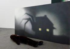 La Tempête au CRAC à Sète - Vue de l'exposition. Hippolyte Hentgen, Sans titre, 2012 et Le montre, 2011.