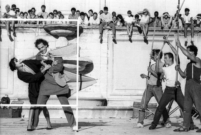 """Jordi Bover, photographie du spectacle """"Parfum d'Amnésium"""" de la compagnie Royal de Luxe, Avignon, 1987 © Jordi Bover 941-44"""
