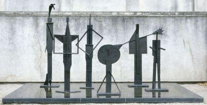Pablo Picasso Les Baigneurs 1956 Bronze 264 x 83.5 x 83.5 cm Paris, Musée national Picasso-Paris © Succession Picasso 2018 - Picasso, voyages imaginaires à la Vieille Charité - Marseille
