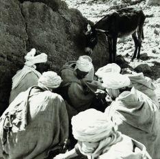 Une zerda, le repas des hommes, tribu des Beni Melkem, 1935-1936 © Germaine Tillion