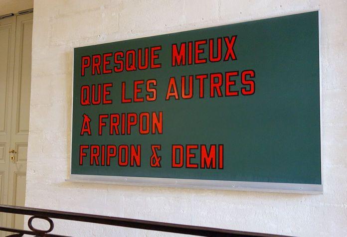 Laurence Weiner, «Presque mieux que les autres, A Fripon, fripon et demi», 2012 - J'♥ Avignon à la Collection Lambert