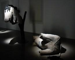 Simon Starling, At Twilight, 2014-2016 ( costume d'âne) - A l'ombre du pin tordu - MRAC Sérigan