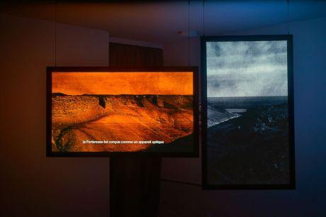 Baris Dogrusöz, Europos Dura Project – A relational excavation, 2017 Prelude & Movement IV :The Sand Storm and the Oblivion Installation vidéo HD. 8'11'' © B. Dogrusoz. Un désir d'archéologie à Carré d'art – Nîmes
