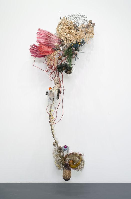 """Rina Banerjee – Returned from the amazons, returned from east, returning to bring beauty of their flowers in jungles sewn, returning with animals from the """"altar of afar"""" with samples of people, furnishings, sugar and clove, spicing…- Collection privée, Courtesy de l'artiste et Galerie Nathalie Obadia Paris / Bruxelles. photo ©Tutti image"""