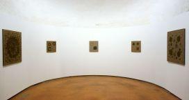 Kim Tschang-Yeul - L'Événement de la nuit à la chapelle du Méjan – Arles -Vue de l'exposition, niveau 0 - première chapelle à gauche