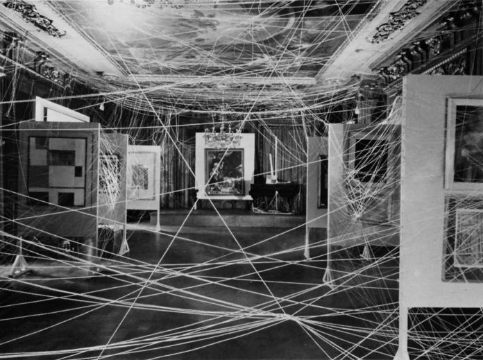 Marcel Duchamp, Le Fil (Sixteen Mile of String), First Papers of Surrealism, New-York, 1942