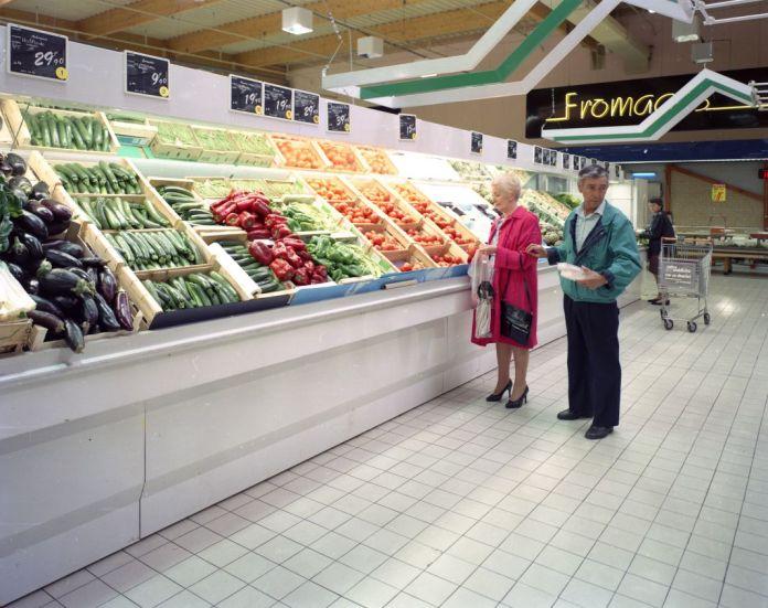 Veronique Ellena, Rayon fruits et légumes, série Les Supermarchés, 1992, épreuve cibachrome. Collection de l'artiste