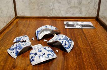 Ai Weiwei, Fragments d'un bol du dragon bleu et blanc , 1996 – Exposition Fan-Tan au Mucem