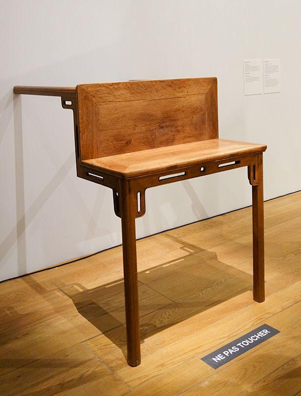 Ai Weiwei, Table avec deux pieds sur le mur, 1997 - Exposition Fan-Tan au Mucem