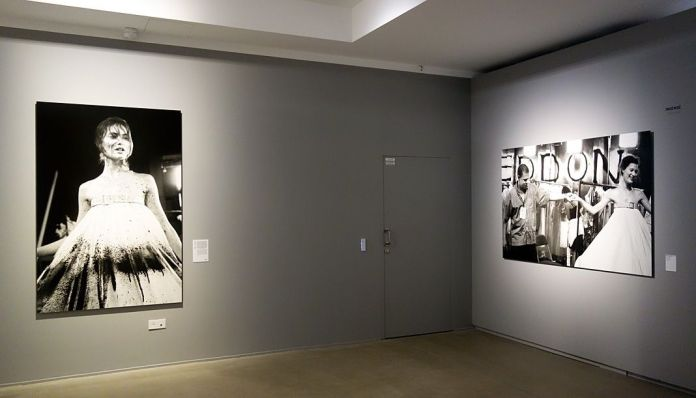 Ann Ray, Insensé II et IV, Londres, 1998 (Lee McQueen et Shalom Harlow) - Les Inachevés- Lee McQueen - Rencontres Arles 2018