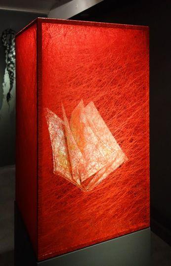 Chiharu Shiota Stat of the Being (Atlas), 2012 - Exposition Tissage - Tressage à la Villa Datris - Tisser le monde