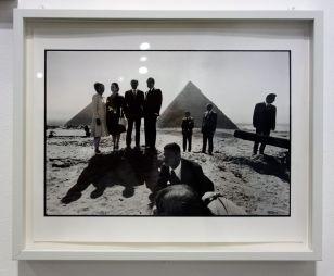 René Burri, Pyramides de Gizeh (Couples Nixon et El Sadate), Egypte, 1974 - Les pyramides imaginaires aux Renconres Arles 2018