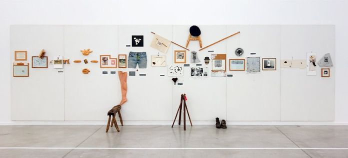 Erik Dietman - La Verticale (Millésimes 1962 à 2001) à La Panacée - vue de l'exposition
