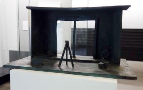 Joâo Maria Gusmâo & Pedro Paiva, Camera Inside Camera, 2012 - Cabinet graphique - Isabelle Cornaro - exposition Blue Spill au Mrac -Sérignan