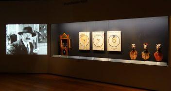 Georges Henri Rivière Voir, c'est comprendre au Mucem - Chamboule-tout (jeu de massacre) - Vue de l'exposition