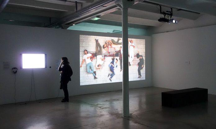 Les Instants Vidéo -Humains de tous les pays, caressez-vous !- Friche de la Belle de Mai - vue de l'exposition 01
