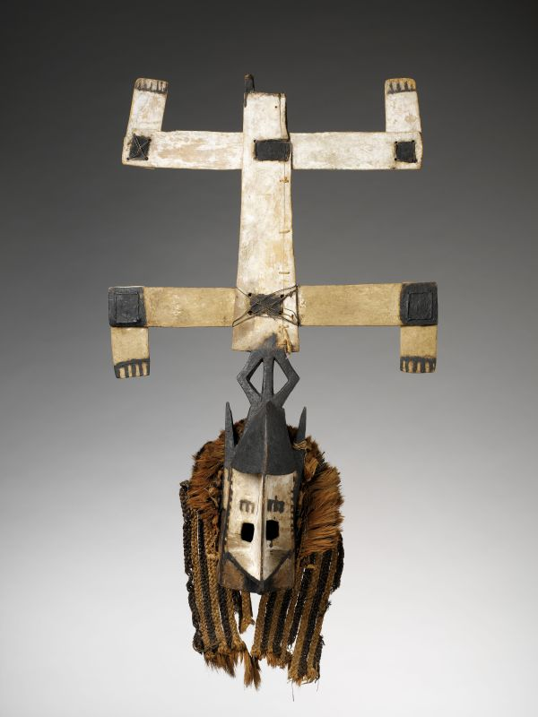 Masque anthropozoomorphe, Kanaga. Culture dogon, Mali, avant 1931. © Musee du quai Branly - Jacques Chirac, Dist. RMN-Grand Palais / Patrick Gries / Bruno Descoings