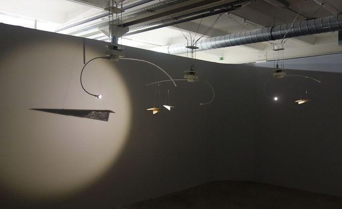 Pavitra Wickramasinghe – Take Hold Lightly - Let Go Lightly – Supervisions - Des tentatives d'envol au regard vertical - Biennale Chroniques