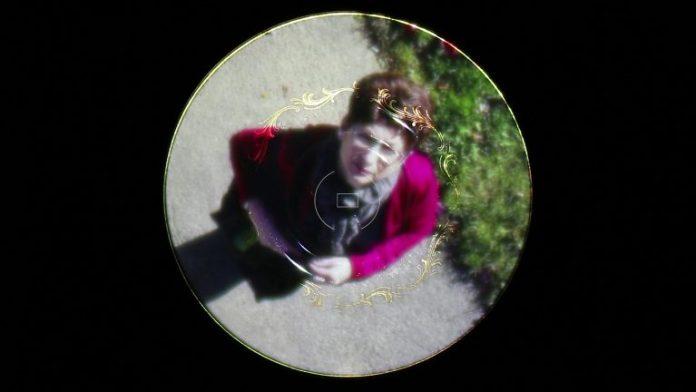 White saucer: surveillant eye (8'56 – 2018) / Cheryl Pagurek (Canada)