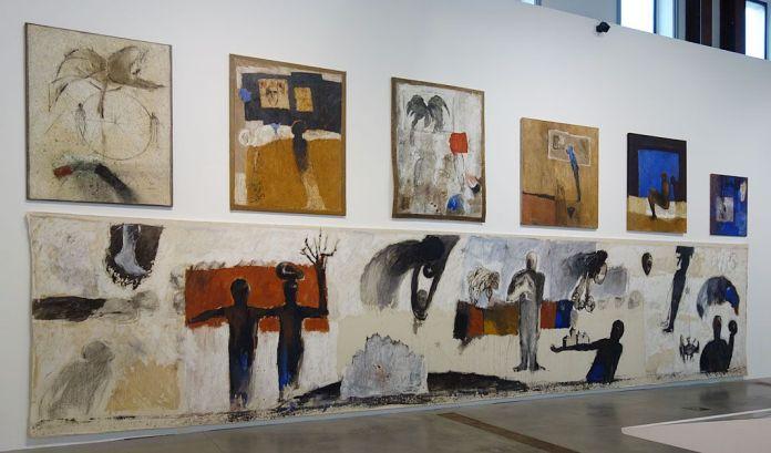 Kacimi 1993-2003, une transition africaine au Mucem - Vue de l'exposition mur est - En bas, L'Oracle des temps, Bourges, 1996