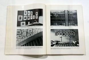 Picture Industry - Luma Arles - Deuxième partie - Louise Lawler, Arrangments of Pictures, 1983