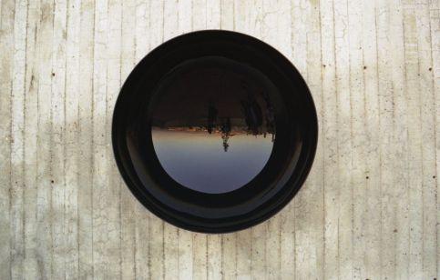 Ann Veronica Janssens, Corps noir 1994 Plexiglas noir 78,5 x 33,5 x 0,4 cm Institut d'art contemporain, Collection Frac Rhône-Alpes Adagp, Paris 2018 © Ann Veronica Janssens