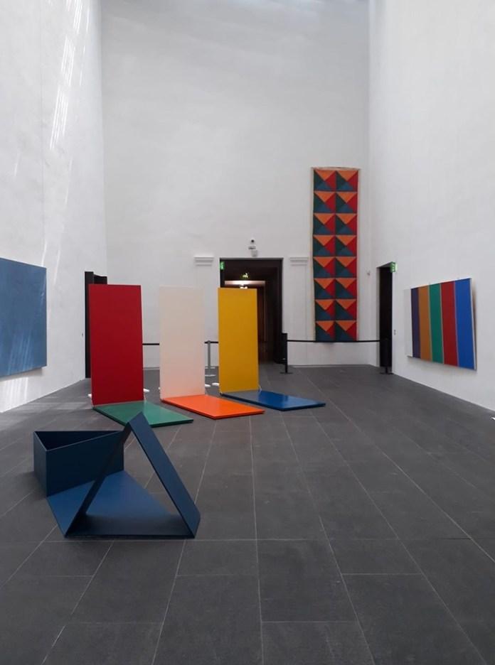 Hommage à ABC Productions et à Support-Surface au Musée Fabre. Au premier plan Sans titre (Nocturne), 1970-2018 de Tjeerd Alkema