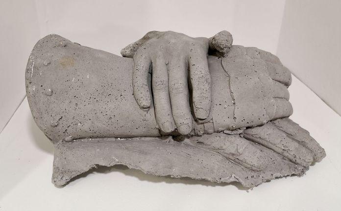Ugo Schiavi - Les mains de Jeanne d'Arc, 2019 - «Sous la peau» à la Double V Gallery