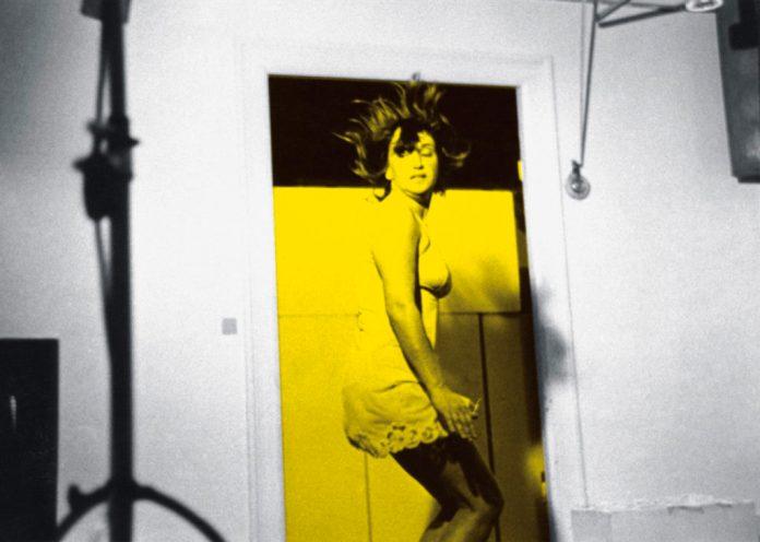 VALIE EXPORT - JUMP I, II, 2009 Tirage couleur, 2 parties - 42 x 30 cm, 28 x 30 cm encadré © VALIE EXPORT – Courtesy VALIE EXPORT