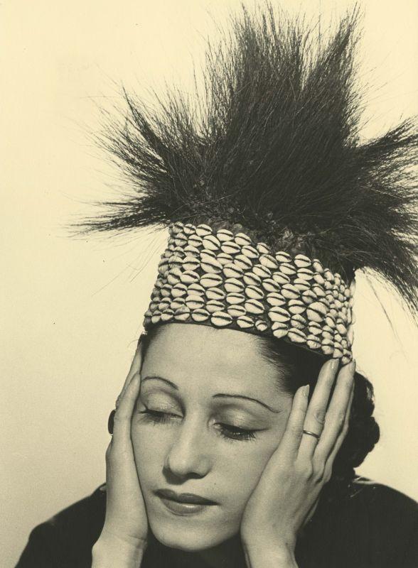 Man Ray - La Mode au Congo Consuelo de Saint-Exupéry, vers 1937_1