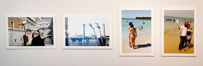 Martin Parr - série The Selfie Stick, 2015 - Voyage Voyages au Mucem