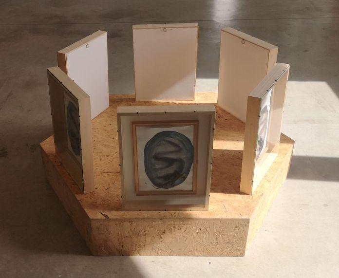 Julien Blaine - Galets peints du masd'Azil - Le Grand Dépotoir à la Friche Le Belle de Mai 01