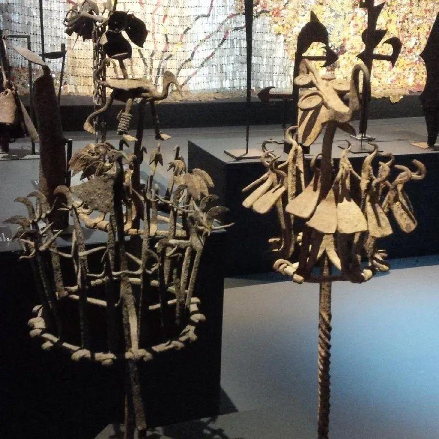 Batons Yoruba - Trans Fer - Vue de l'exposition à la Fondation Blachère à Apt - Photo © Radio France - Michel Flandrin